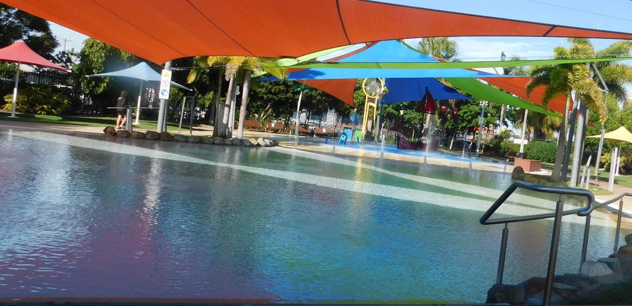 완공한 지 얼마 되지 않는 시설 좋은 수영장.