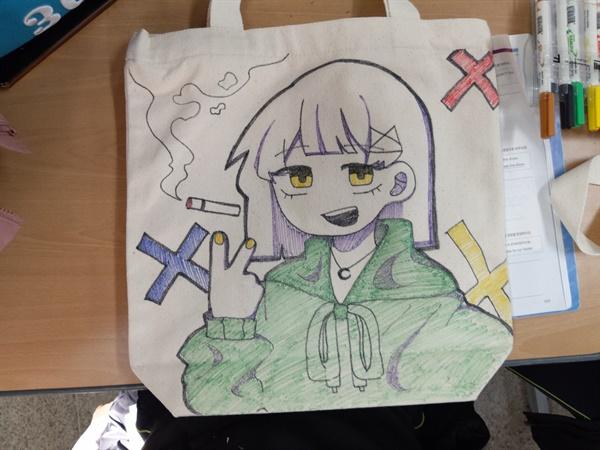 학생이 에코백에 그린 흡연 예방 그림