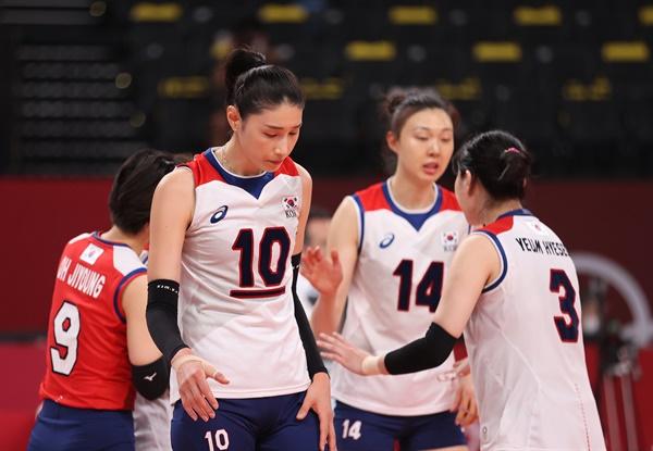 6일 일본 아리아케 아레나에서 열린 도쿄올림픽 여자 배구 한국과 브라질의 준결승전. 한국의 김연경이 3세트 실점하자 답답한 표정을 짓고 있다.