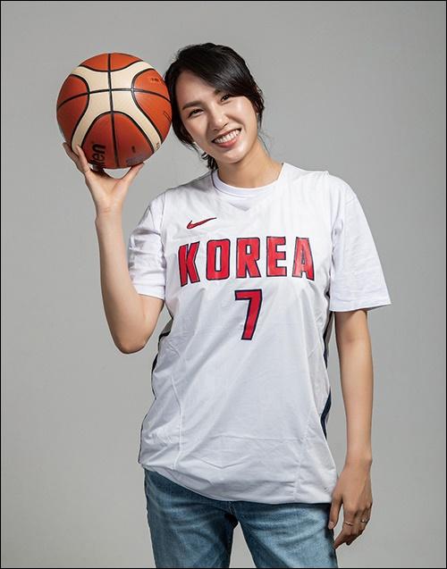그녀는 다시 태어나도 농구선수를 하고 싶다고 말할 정도로 농구에 대한 사랑이 깊다.
