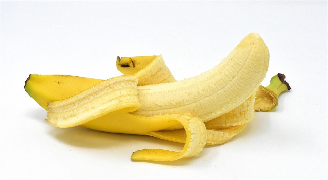 내가 봤던 기사에 부적절하다고 느꼈던 '바나나 사진'이 사라졌다. 독자들의 외침이 결국 현실이 되었고 그 비판을 수용한 기자님의 자세가 긍정적으로 보인다.