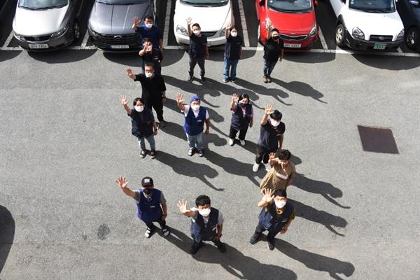 민주노총 부산본부 사무처가 5인 미만 사업장에 대한 차별을 폐지하라는 상징의식을 진행했다.