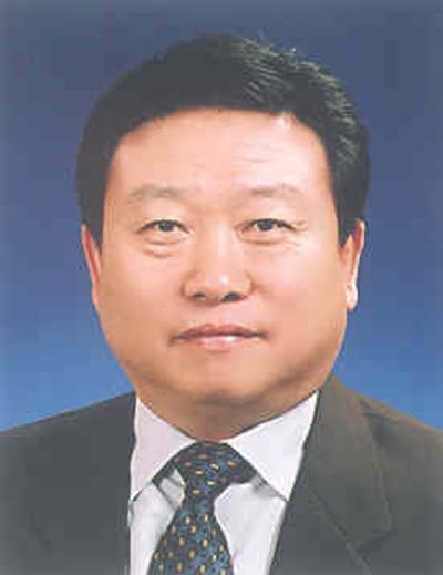 윤석열 전 검찰총장과 40년 지기라는 황하영 동부전기산업 회장.
