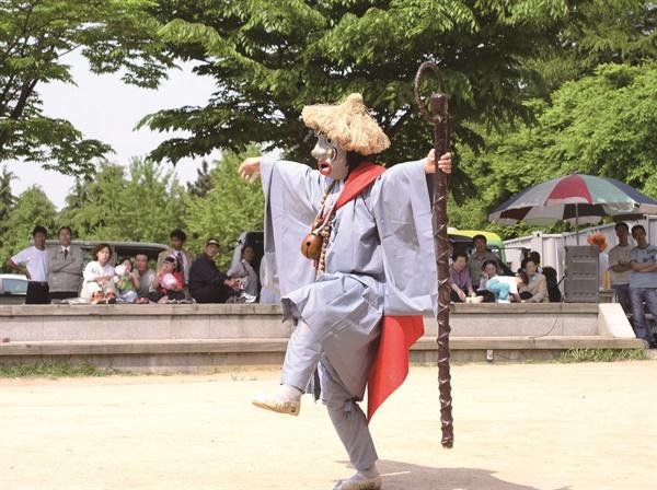 은율탈춤중 과장노승춤 (사진 은율탈춤보존회 제공)