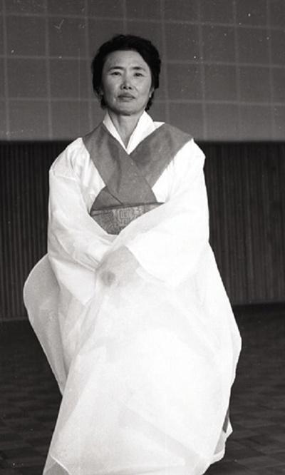 은율탈춤을 발전시킨 기능보유자 김춘신(1925~2015). 사진 은율탈춤보존회 제공