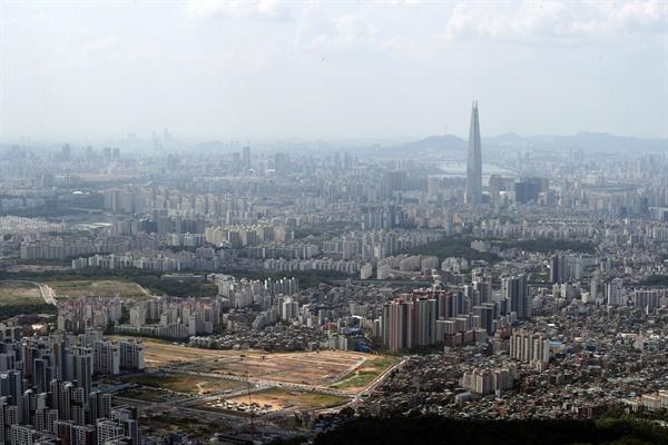 지난 16일 이날 남한산성에서 바라본 서울 시내.