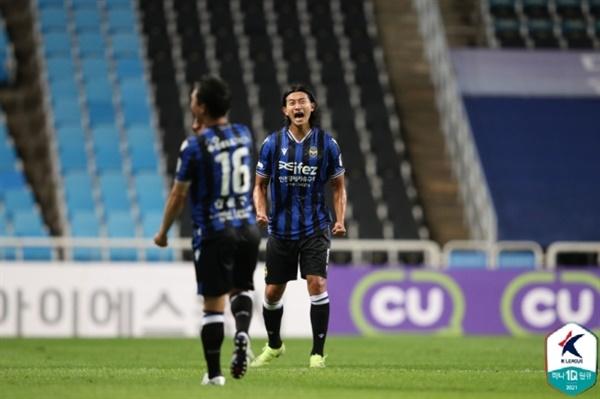 김현 인천의 스트라이커 김현이 K리그1 성남전에서 선제골 이후 기쁨을 표출하고 있다.