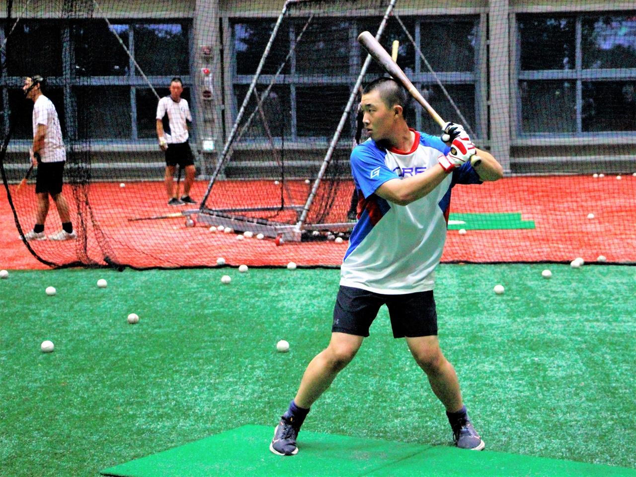 강릉고등학교 실내연습장에서 훈련을 이어가는 김예준 선수.