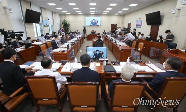 국회 국방위원회 전체회의가 20일 오전 서울 여의도 국회에서 진행되고 있다.