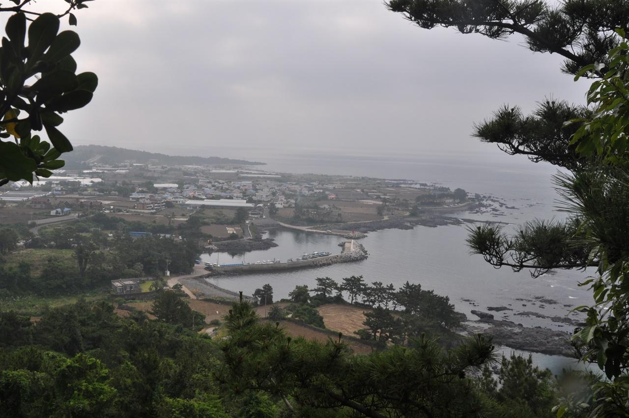2009년 첫 방문시 박수기정 위로 올라가다가 촬영한 풍경이다.