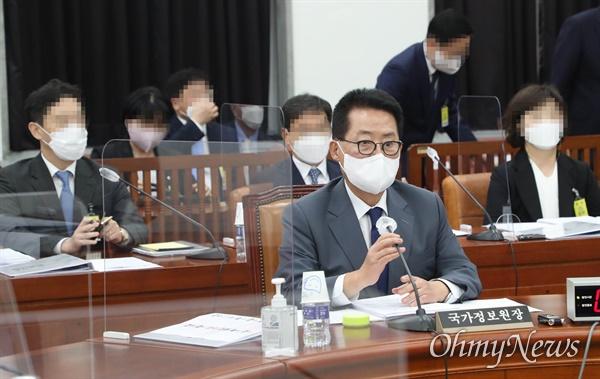 정보위원회 전체회의가 24일 오후 서울 여의도 국회에서 박지원 국가정보원장이 출석한 가운데 열리고 있다.