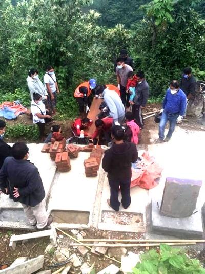 25일 친주 탄틀랑 지역에서 군경이 쏜 총에 맞아 숨진 10살 어린이의 장례식이 26일 치러졌다.