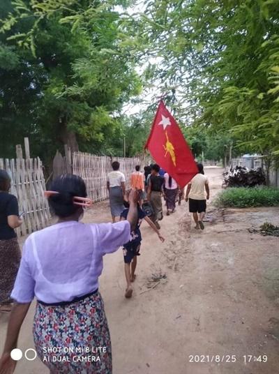 25일 살린지 탄퓨마을 주민들 시위.