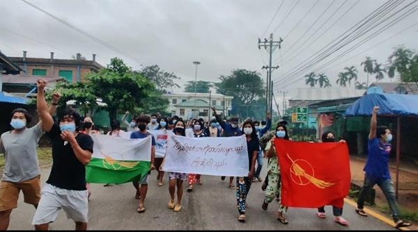 27일 다외 라웅론 지역 시위.