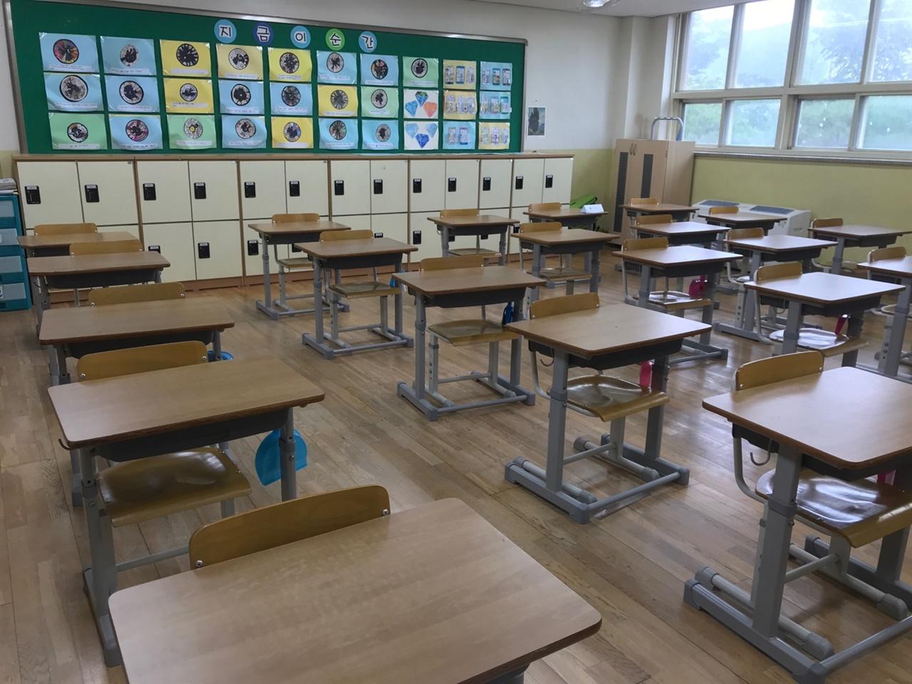 전격 온라인 수업으로 인해 비어있는 교실 모습입니다. 불가피하게 학부모 공개수업 또한 줌수업으로 할 수 밖에 없었습니다.