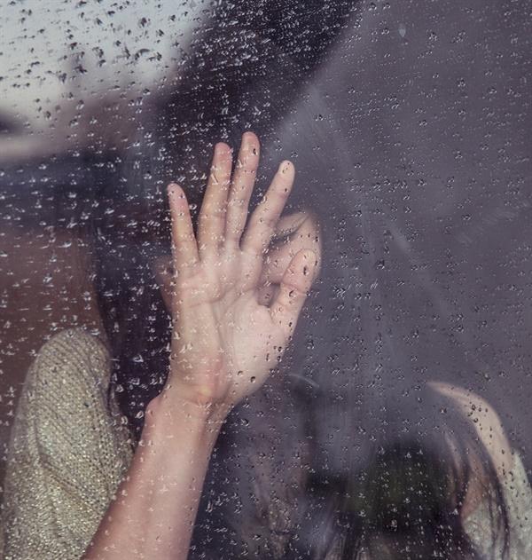 눈물이 펑펑 났다. 그리고 하늘도 우는지 비가 내렸다.