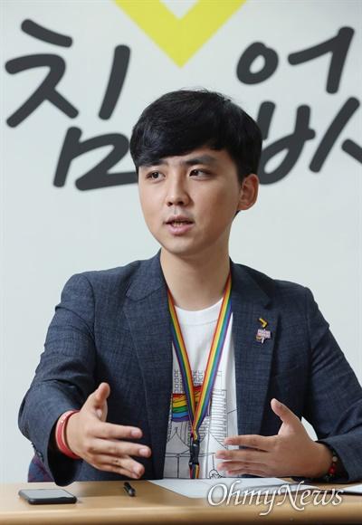 오승재 청년정의당 대변인이 30일 서울 여의도 당사에서 <오마이뉴스>와 인터뷰하고 있다.