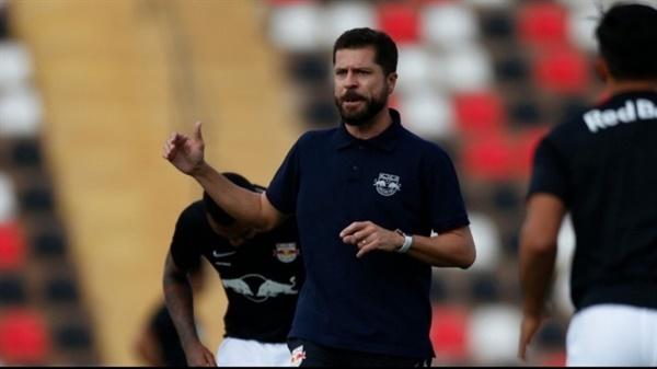 브라질에서도 수년간 활동한 혼돈 코치 .