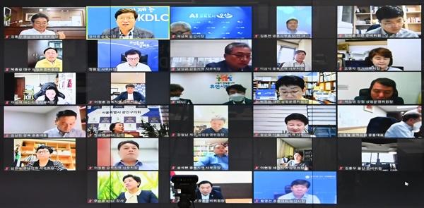 '전국자치분권민주지도자회의(KDLC, 상임대표 염태영 수원시장)'는 8월 25일 '제2차 중앙운영위원회'를 열고, 더불어민주당 대선 경선에 나선 후보들에게 제안할 '자치분권 10대 정책과제'를 의결했다.