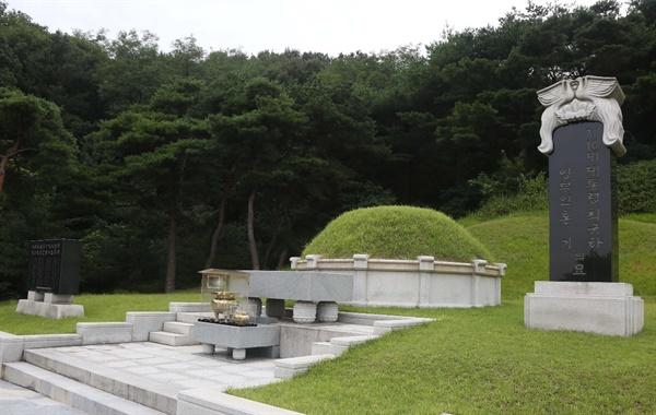 국립대전현충원 국가원수묘역에 홀로 안장되어 있는 최규하 전 대통령 묘