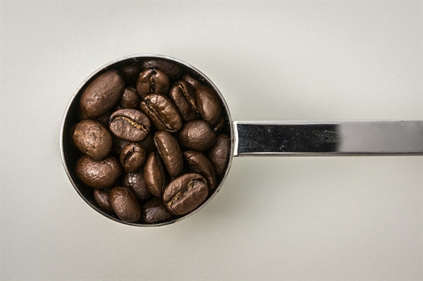 커피를 좀 더 색다르게 즐기고 싶다면 커피 외 다른 재료를 혼합 또는 변형시켜 새로운 음료를 만들어 내야 한다.