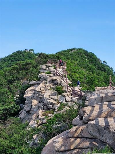 함허동천 등산로는 청량감을 주는 물소리를 따라 산을 오르다보면 멋진 풍경이 압도한다.