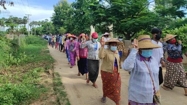 사가잉주 사린질시(Salingyi Township)에서 렉바던타웅 시위