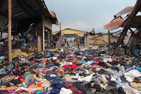 우리나라에서 버려진 옷의 대부분은 저개발국가로 떠넘겨진다