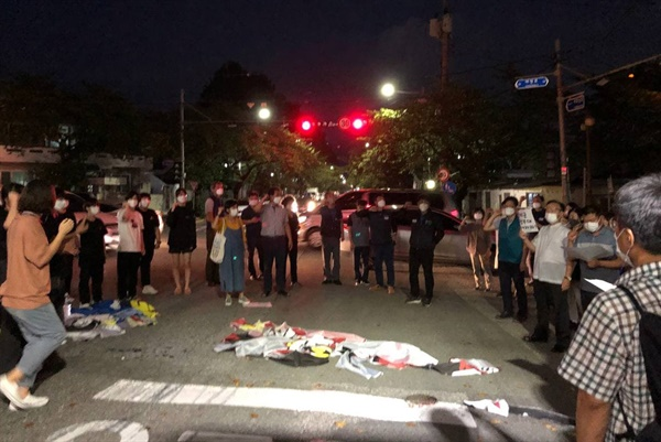 8일 저녁 진해 미군부대 앞에서 열린 '창원 반미대회'.