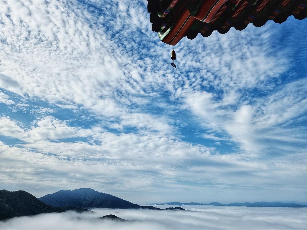 유리광전 아래로 펼쳐진 구름 바다