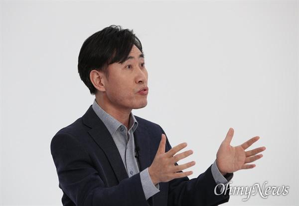 국민의힘 하태경 대선 경선 후보가 10일 오후 서울 금천구 즐스튜디오에서 열린 '국민 시그널 면접'에 참석해 질문에 답하고 있다.