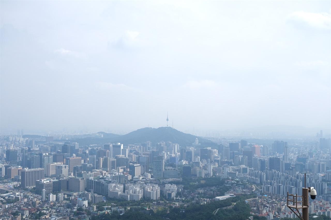 인왕산에서 바라본 서울 도심
