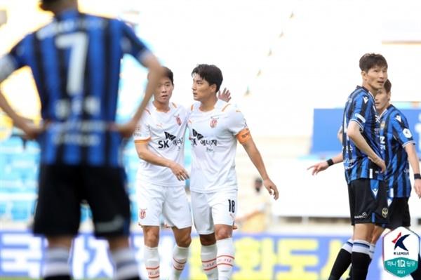 주민규 제주의 골잡이 주민규가 K리그1 28라운드 인천전에서 선제골을 넣은 이후 기뻐하고 있다.