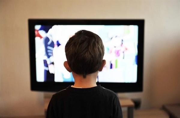 가족들이 옹기종기 모여앉아 TV를 시청하는 건 다 옛말이다.