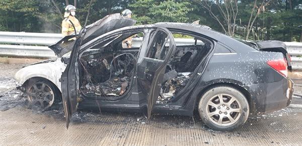 13일 오후 5시 49분경 대전-통영 고속도로 함양구간에서 차량 화재사고