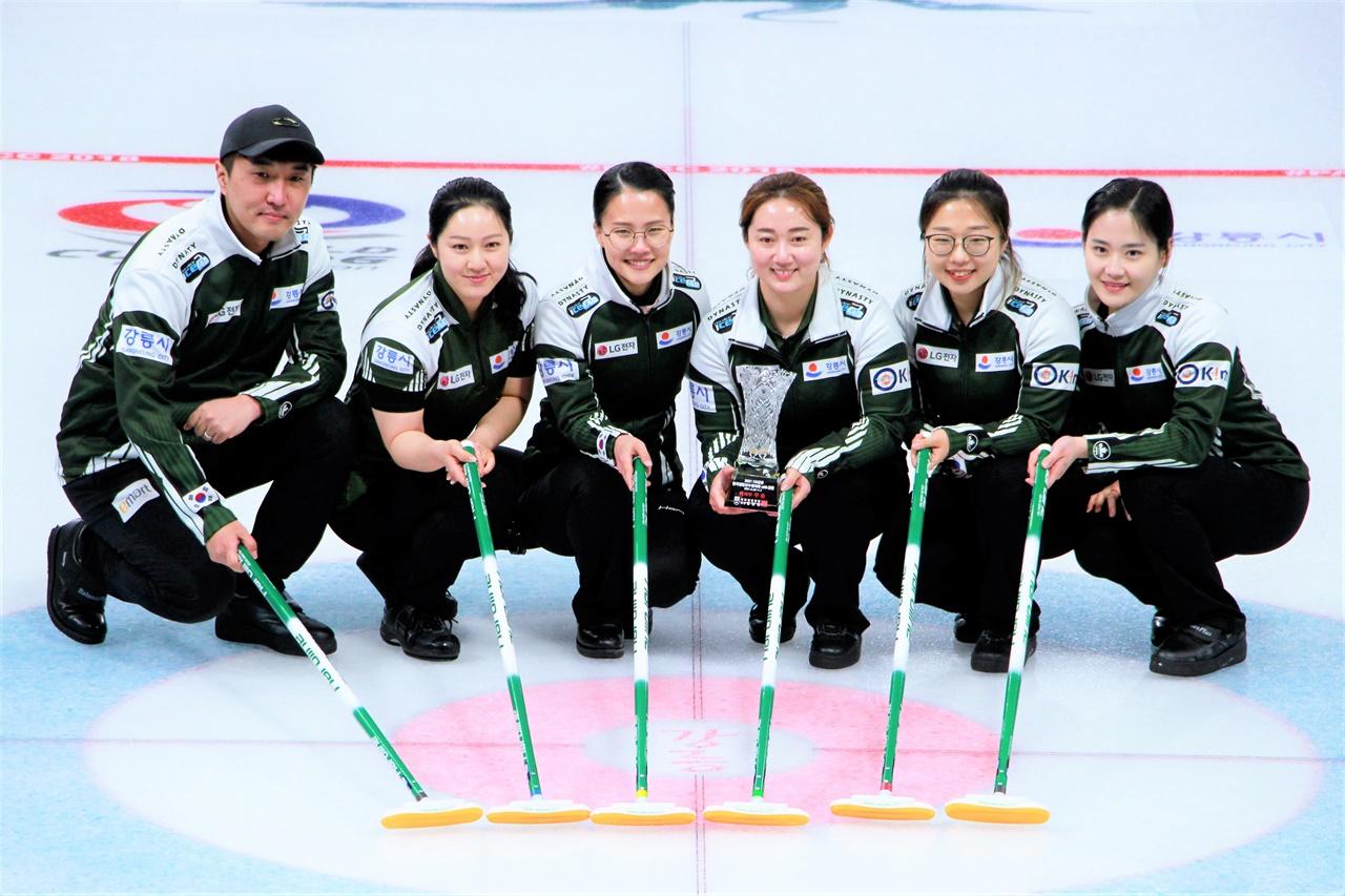 만 2년만에 떠난 월드투어 경기에서 좋은 성적을 기록한 '팀 킴' 선수들.