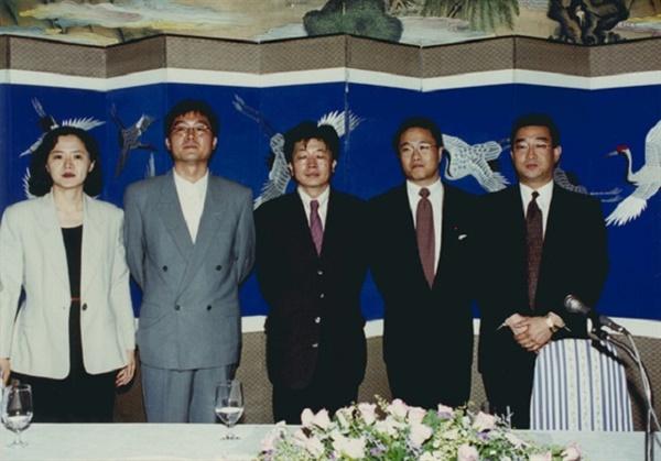 1995년 은행나무침대 제작 기자회견에 참석한 오정완(제작자), 강제규(감독),  신철(신씨네 대표)