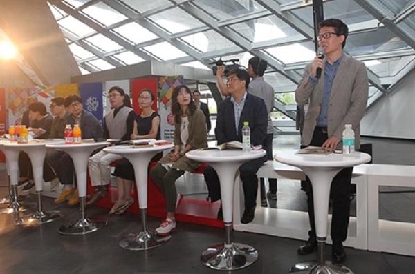 2013년 부산영화제 기자회견 당시 채수진 전문위원(오른쪽에서 세번째)