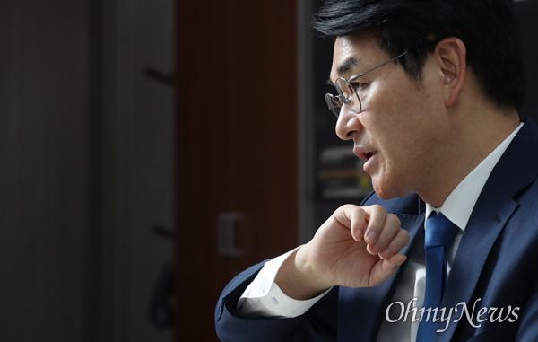 박용진 더불어민주당 대선 경선 후보가 14일 서울 여의도 국회 의원회관에서 <오마이뉴스>와 인터뷰하고 있다.