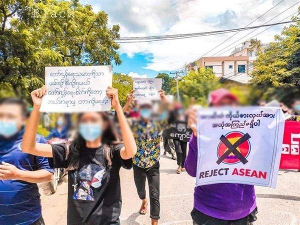 만달레이 학생들의 반독재 시위