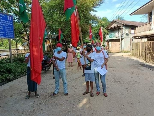 13일 파칸의 한 마을에서 조모툰 유엔대사와 NUG를 지지하는 시위가 일어났다.