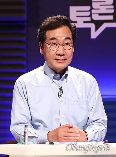 더불어민주당 이낙연 대선 경선 후보가 14일 오후 서울 마포구 상암동 MBC에서 100분 토론을 준비하고 있다.