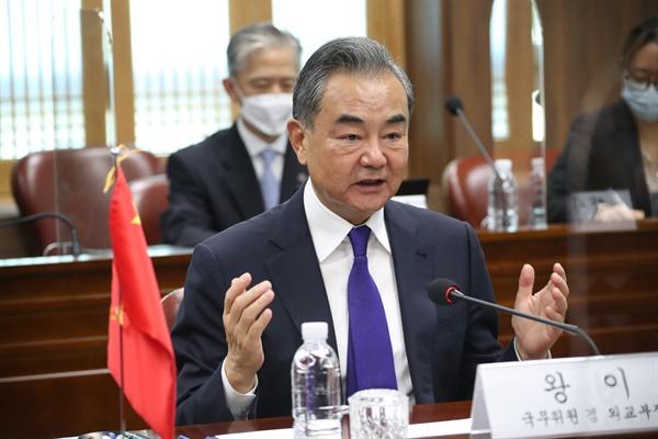 왕이(王毅) 중국 외교담당 국무위원 겸 외교부장이 15일 오전 서울 종로구 외교부 청사에서 정의용 외교부 장관과 한중 외교장관회담을 하고 있다.