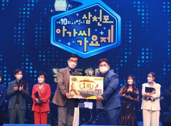 가수 김성범 씨가 1위(대상)에 이름을 올렸다.