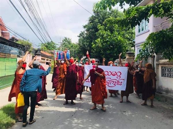14일 만달레이승려회 거리 시위