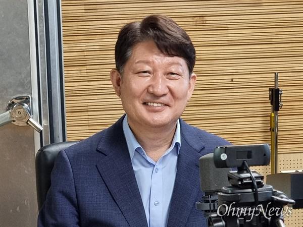권영진 대구시장이 17일 대구CBS '뉴스필터'에 출연해 내년 지방선거에서 3선에 도전하겠다고 선언했다.