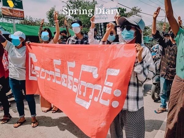 16일 만달레이 먀타웅 지역 시위.