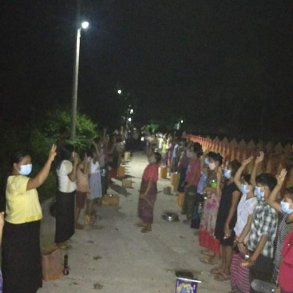 16일 밤 살린지(사가잉주) 주민들의 냄비 시위