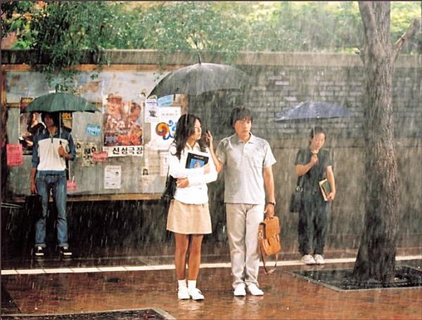 우산과 비는 <번지점프를 하다>에서 두 주인공의 사랑을 확인하는 중요한 역할을 한다.
