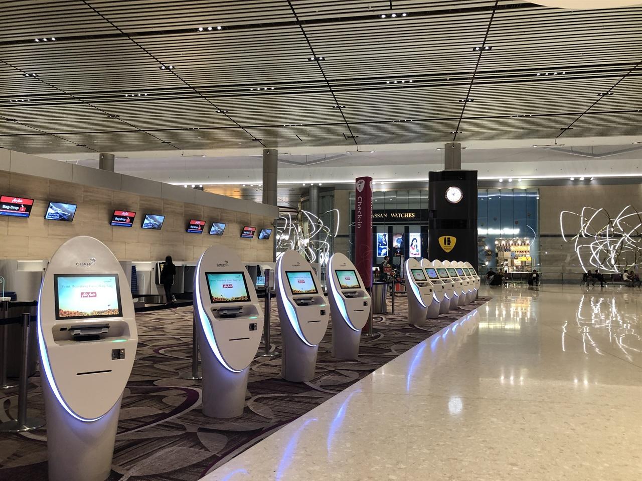 여행객을 기다리고 있는 창이공항의 모습. 싱가포르에서 한국이 2단계 국가로 격상되면서 여행의 문이 조금 더 열렸습니다.